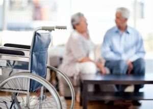 טיפול בקשישים כחלק מהסיוע לזקוקים להשגחה צמודה