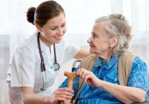 טיפול בקשישים בנוחיות, בבית שלהם