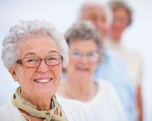 פנייה למטפל סיעודי, טיפול בקשישים כחלק מהסיוע לזקוקים להשגחה צמודה