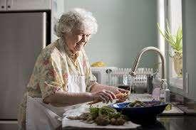 אוכל טעים לקשישים האם זה אפשרי-מתן שרותי רווחה